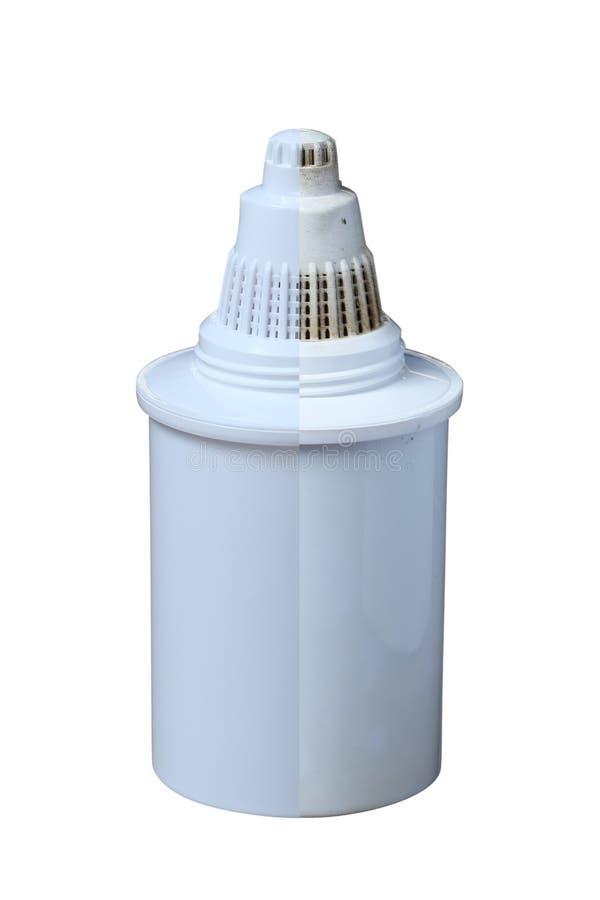 Filtres propres et sales pour l'eau potable de nettoyage d'isolement sur le fond blanc Purification d'eau potable à la maison images libres de droits