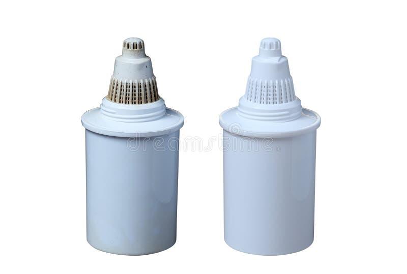 Filtres propres et sales pour l'eau potable de nettoyage d'isolement sur le fond blanc Purification d'eau potable à la maison photo libre de droits