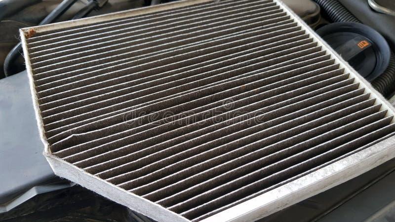 Filtro de ar velho e sujo do carro fotografia de stock