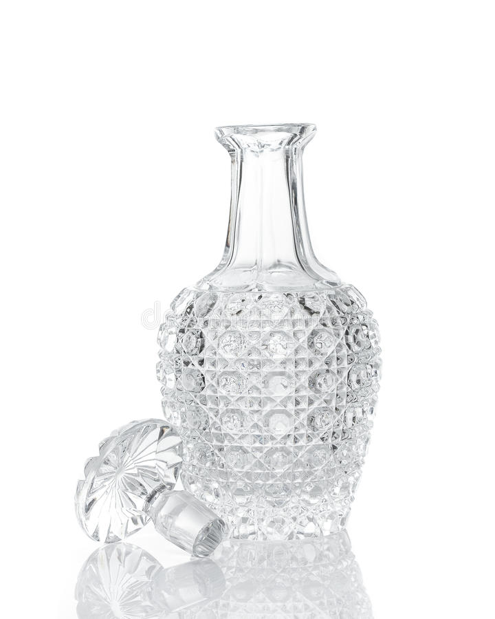 Filtro de cristal do uísque no branco foto de stock