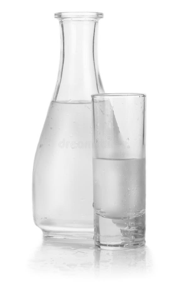 Filtro e vidro da vodca congelada foto de stock