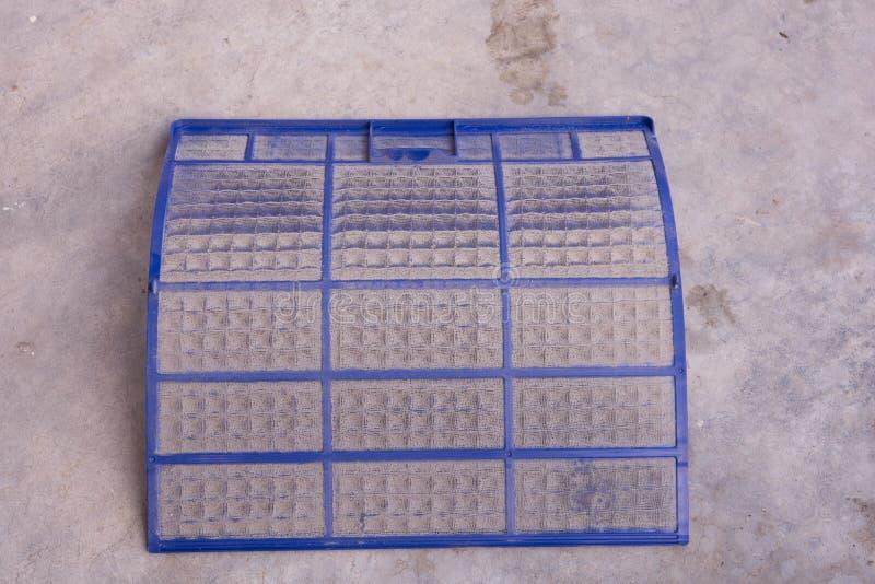 Filtro muito sujo do condicionador de ar fotografia de stock