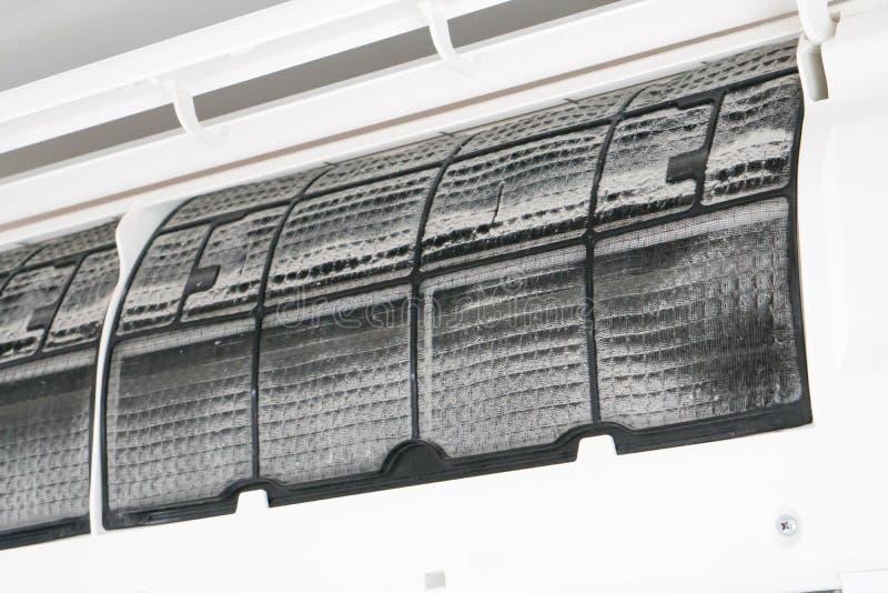 Filtro muy sucio, sucio del acondicionador de aire fotografía de archivo libre de regalías