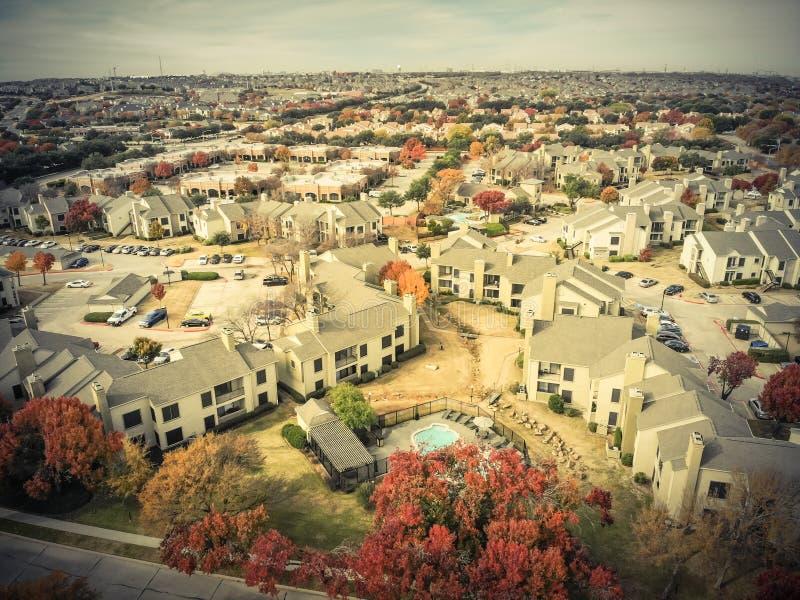 Filtrujący wizerunku widoku z lotu ptaka budynku mieszkaniowego do wynajęcia budynek mieszkalny okręt podwodny fotografia stock