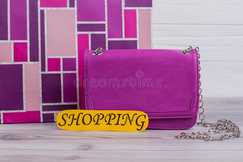 Fim acima da bolsa de couro cor-de-rosa imagem de stock royalty free
