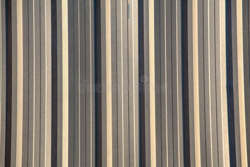 Fim acima da onda nova do zinco da parede para o fundo e a textura imagens de stock royalty free