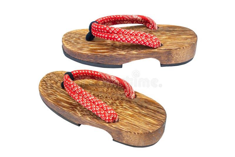 Fim acima da sandália japonesa de madeira usada velha isolada no fundo branco fotografia de stock