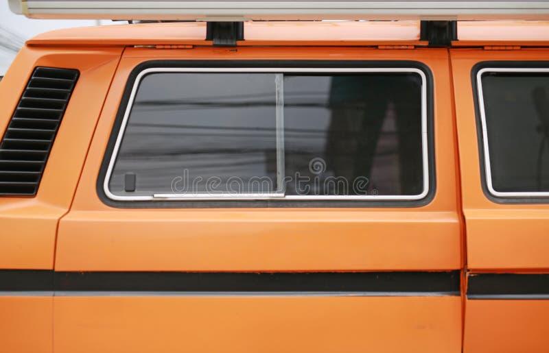 Fim acima de camionete velha janela imagens de stock