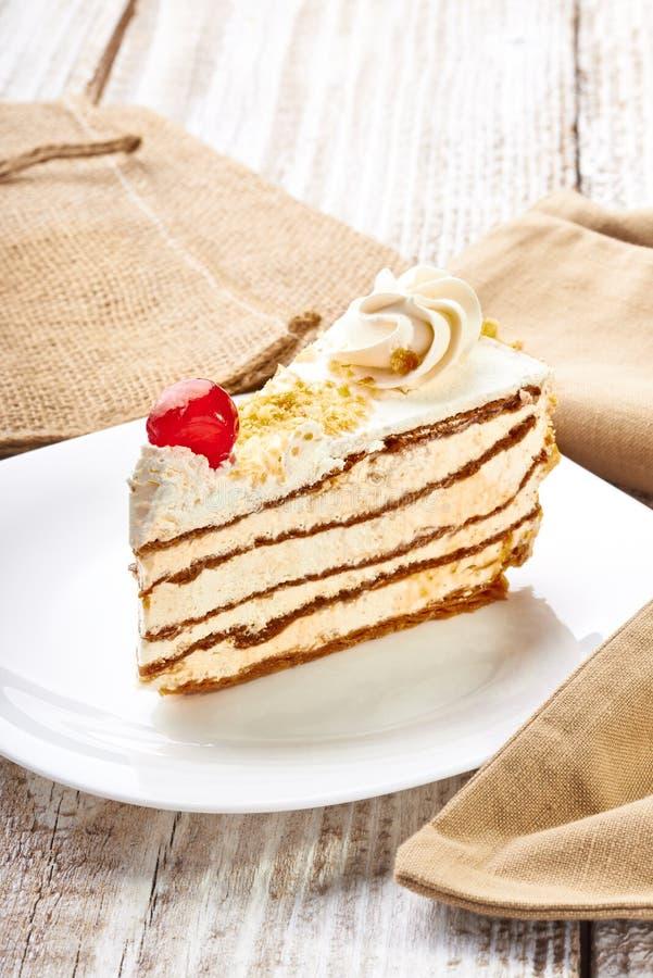 Download Desnate o bolo imagem de stock. Imagem de chocolate, geado - 29831711