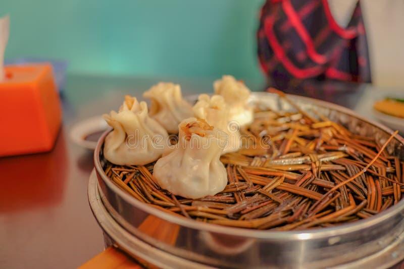 Fim acima do dim sum chinês ou shumai na manhã de beijing imagem de stock