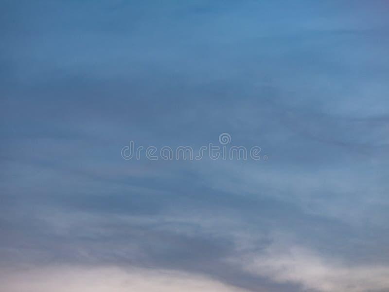 Fim acima do fundo bonito do c?u e da nuvem fotos de stock