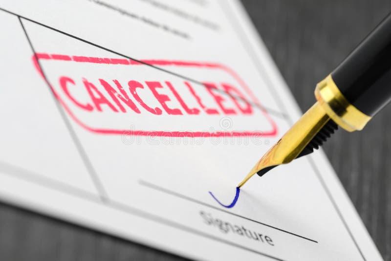 Fim acima do selo cancelado em um formulário de candidatura imagem de stock royalty free