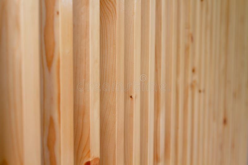 Fim acima dos grandes sarrafos de madeira marrons imagem de stock royalty free