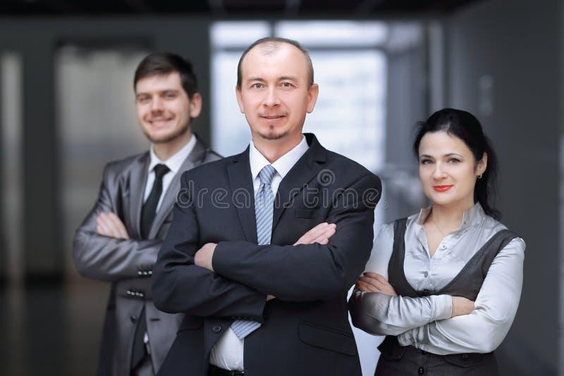 Fim acima Um grupo de executivos bem sucedidos fotografia de stock royalty free