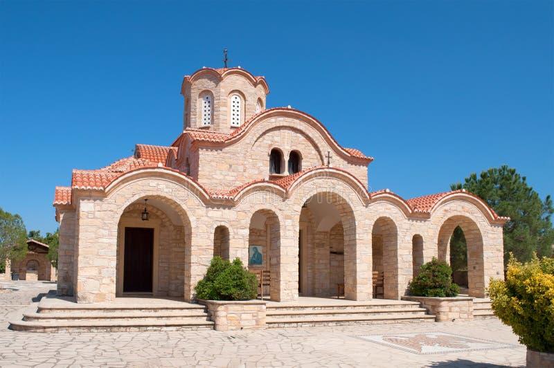 Fim antigo da igreja ortodoxa acima no dia ensolarado chipre fotos de stock royalty free
