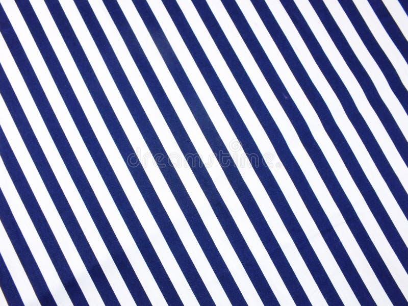Fim azul e do branco das listras da tela acima do fundo da textura fotografia de stock