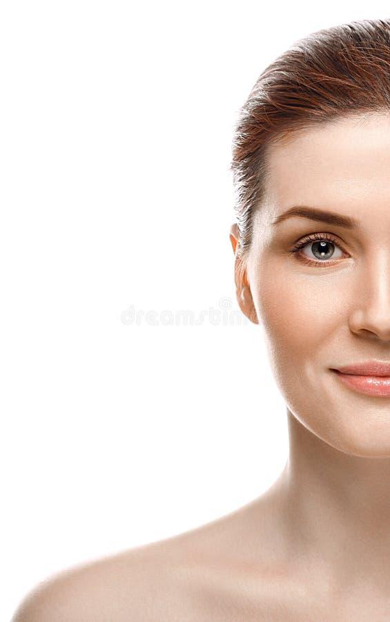 Fim bonito da metade-cara da mulher acima do estúdio novo do retrato no branco imagem de stock royalty free