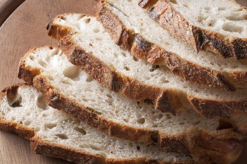 Fim cortado fresco do pão acima imagens de stock