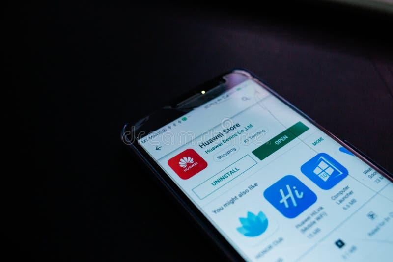 Fim da aplica??o da loja de Huawei acima na tela do smartphone imagem de stock royalty free