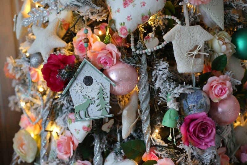 Fim da decoração da árvore de Natal acima fotos de stock