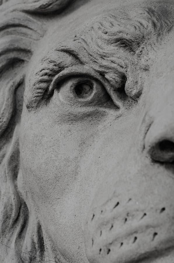 Fim da estátua do leão acima fotos de stock royalty free