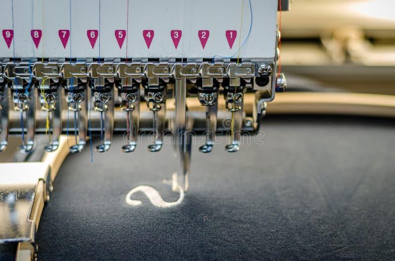 Fim da máquina do bordado acima foto de stock royalty free