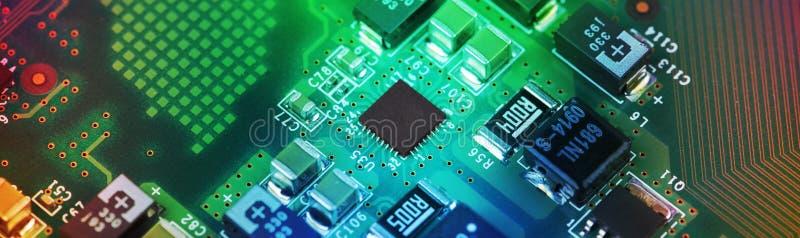 Fim da placa de circuito da alta tecnologia acima, macro conceito da tecnologia da informação