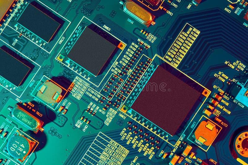 Fim da placa de circuito eletrônico acima fotografia de stock royalty free