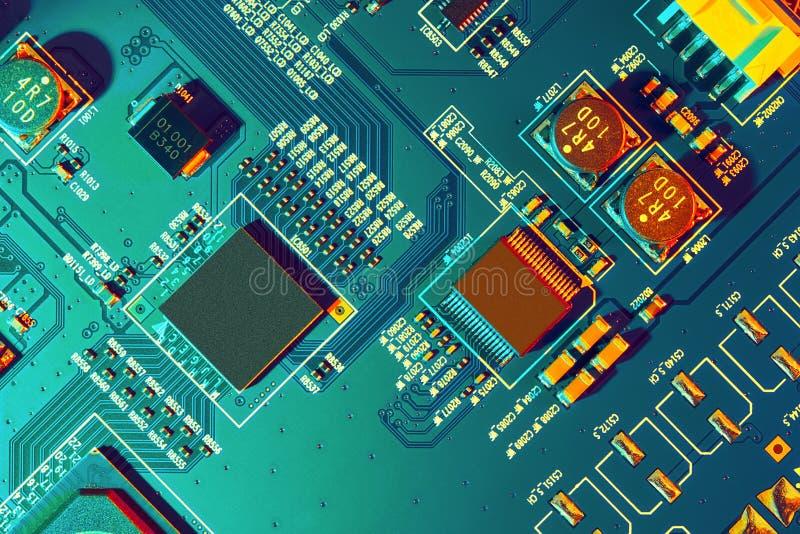 Fim da placa de circuito eletrônico acima fotos de stock royalty free