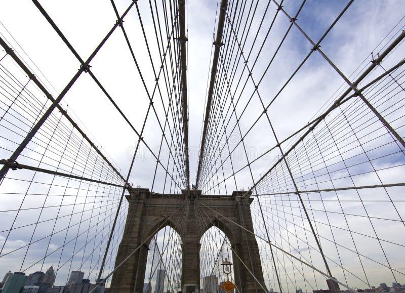 Fim da ponte de Brooklyn acima em New York City imagens de stock royalty free