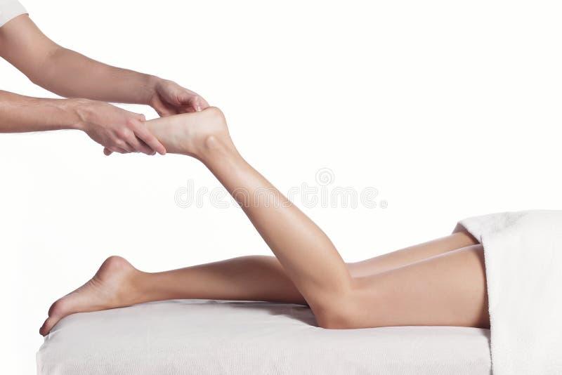Fim da técnica da massagem do pé acima fotos de stock royalty free