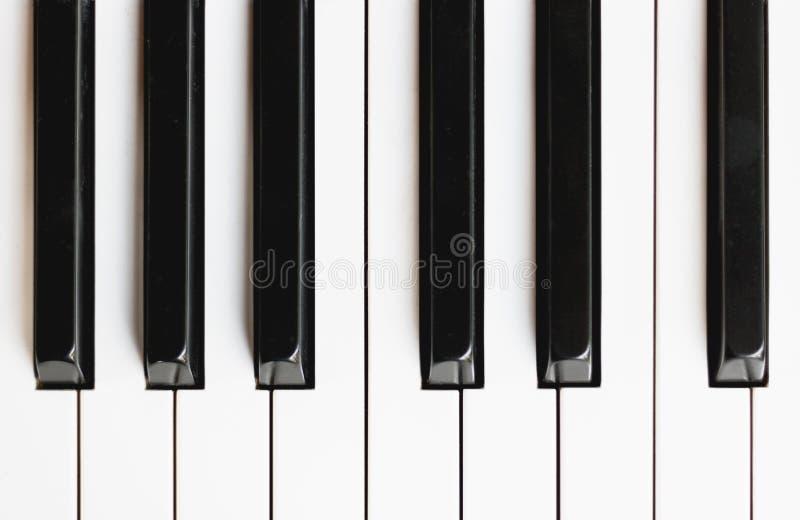 Fim da vista superior acima do instrumento musical do piano do teclado imagem de stock