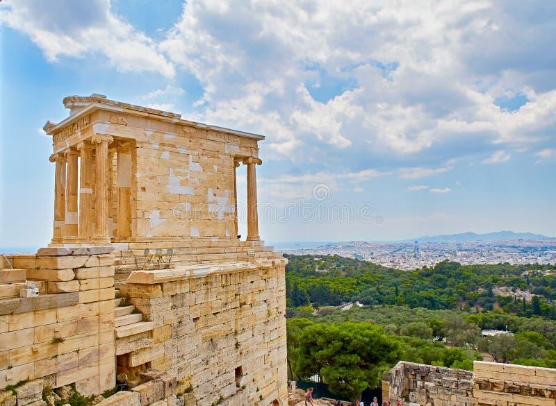 Fim de Cariathides acima Acropolis de Atenas Attica, Grécia foto de stock royalty free