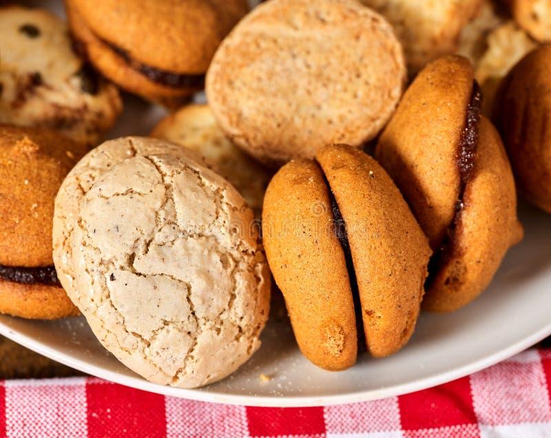 Fim de Macaron do petisco das cookies de farinha de aveia acima fotos de stock royalty free