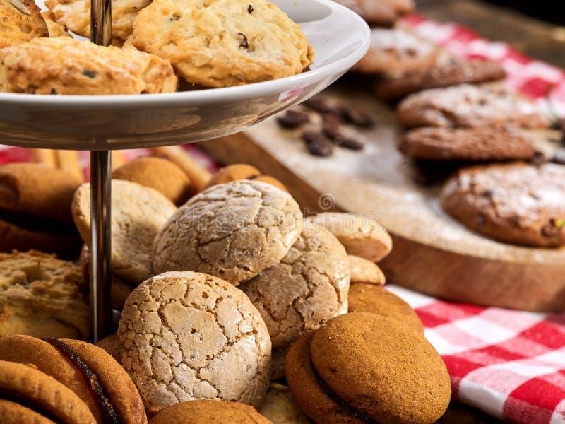 Fim de Macaron do petisco das cookies de farinha de aveia acima foto de stock