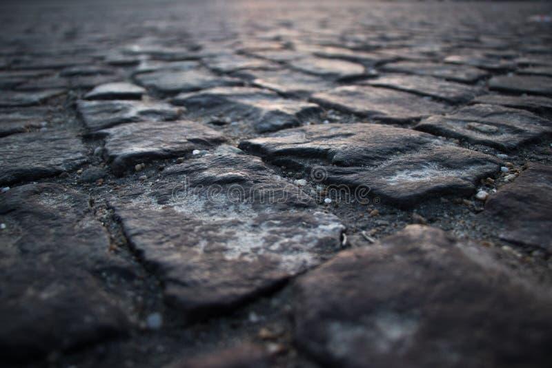 Fim de pedra cúbico da estrada acima imagem de stock
