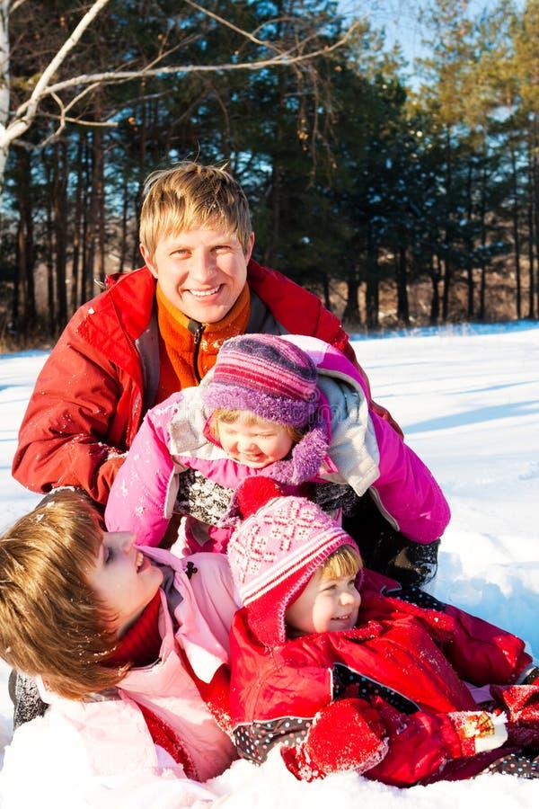 Fim de semana no parque do inverno fotografia de stock royalty free
