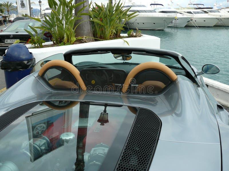 Fim do convertible de Gray Ferrari 360 Spyder acima na Espanha imagens de stock