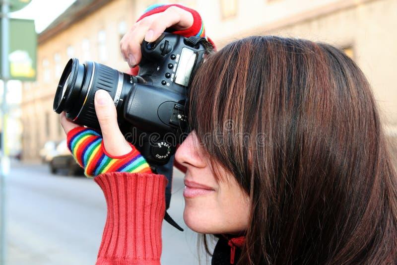 Fim do fotógrafo da mulher acima foto de stock royalty free