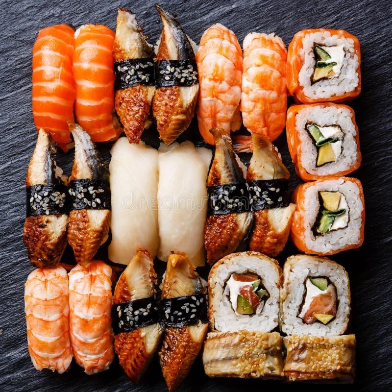 Fim do grupo do sushi acima imagens de stock