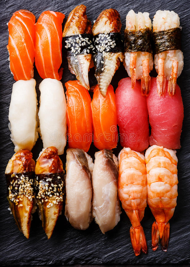 Fim do grupo do sushi de Nigiri acima fotografia de stock