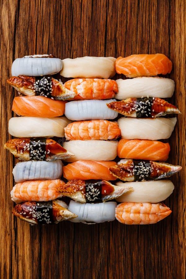 Fim do grupo do sushi de Nigiri acima imagens de stock royalty free