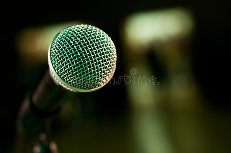 Fim do microfone da fase acima fotos de stock royalty free