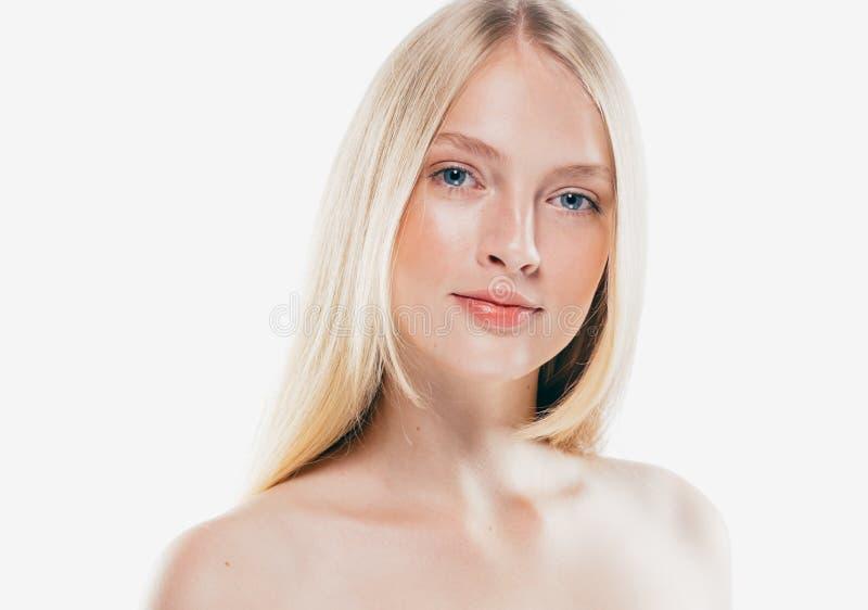 Fim do retrato da cara da mulher da beleza acima Girl modelo bonito com P fotos de stock