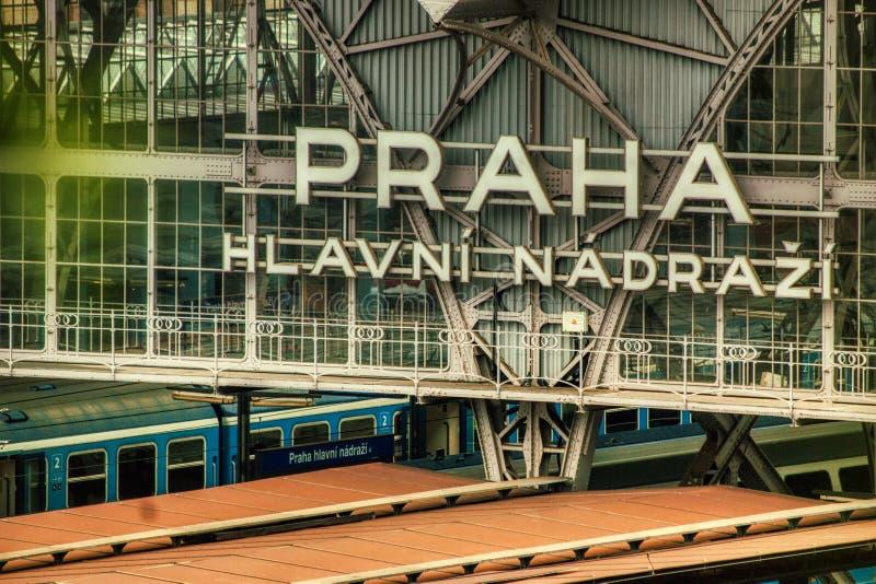 Fim do sinal do estação de caminhos de ferro de Praga acima imagem de stock royalty free