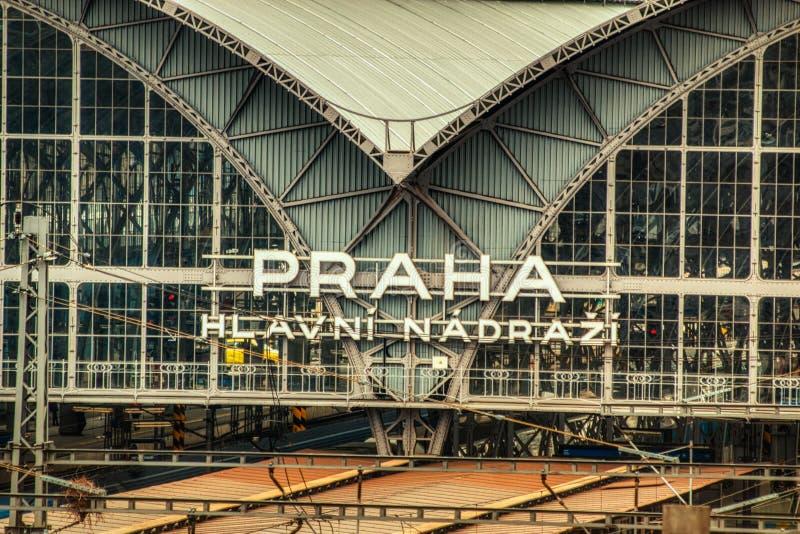 Fim do sinal do esta??o de caminhos de ferro de Praga acima imagem de stock royalty free
