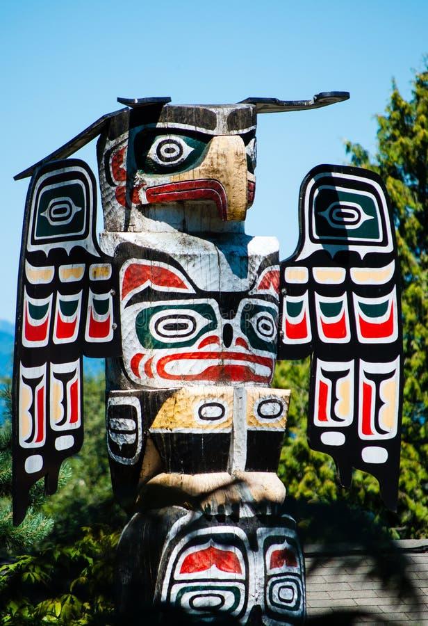 Fim do totem de Eagle acima imagens de stock