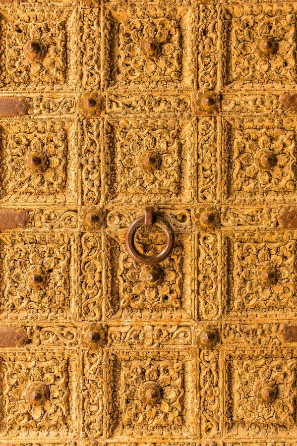 Fim dourado da porta acima Detalhe de Patwa Haveli fotos de stock