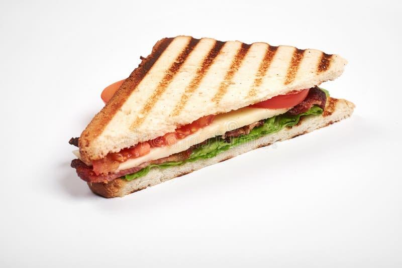 Fim fresco do sanduíche acima com os vegetais e a carne isolados no fundo branco fotos de stock royalty free