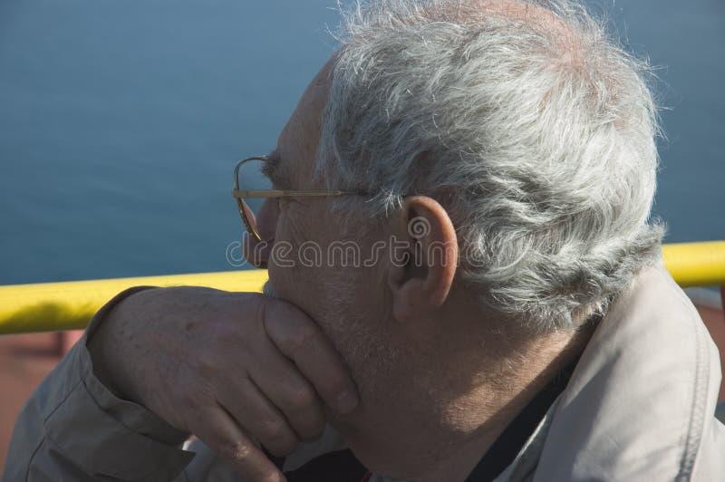 Fim idoso do turista acima em Nápoles imagem de stock